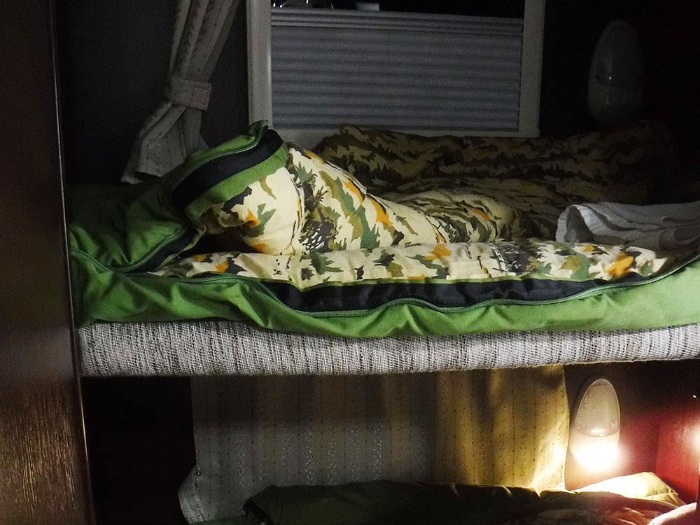シュラフを敷いて寝る準備万端です。